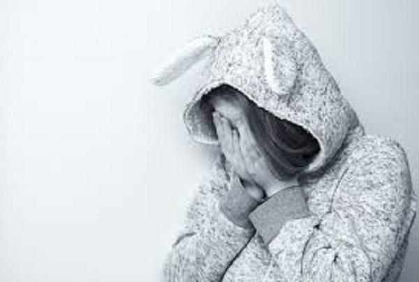18 anni suicida per i voti a scuola: meglio non sgridarli più.
